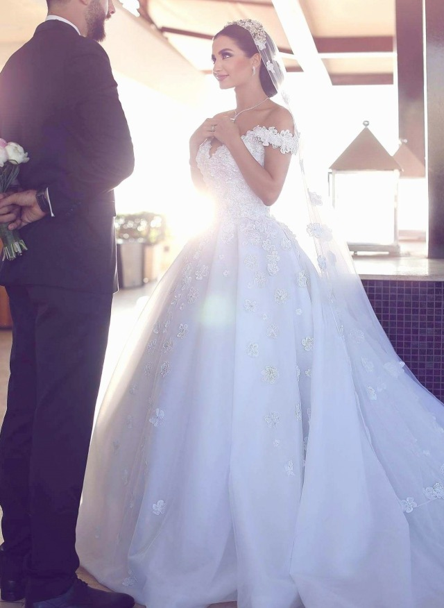 Low Shoulder, Ball Gown, Veil and Lace Wedding Dress M-2233