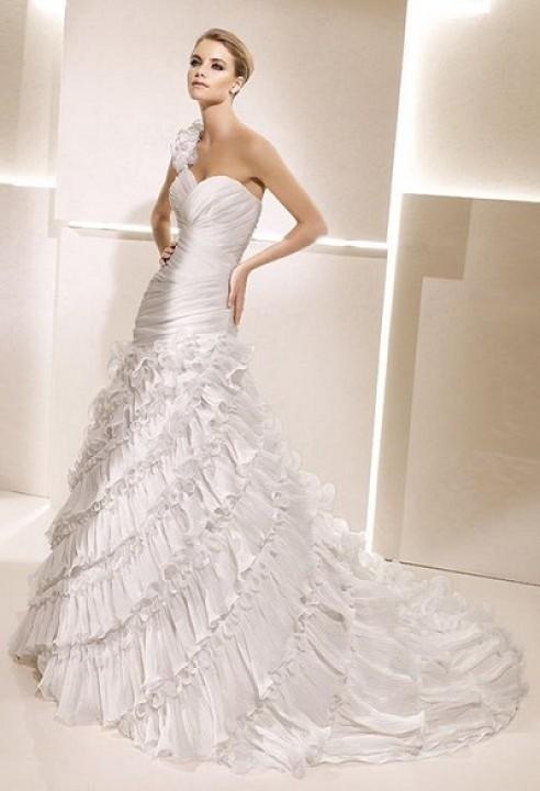 A-Line and One Shoulder Wedding Dress M-197