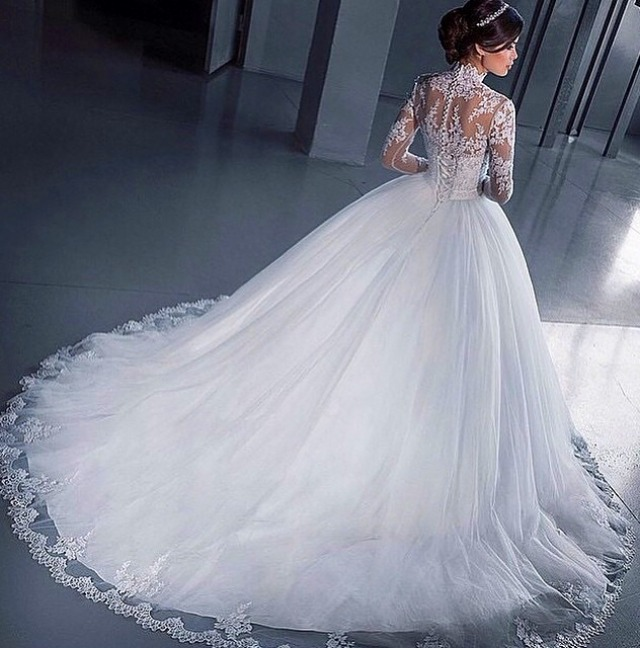 Ball Gown, Fluffy and Sleeves Wedding Dress M-1689
