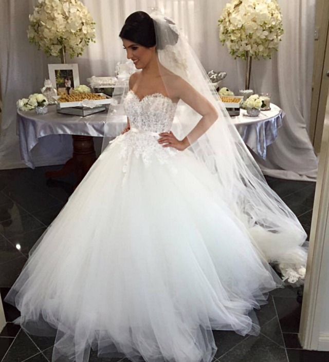 Ball Gown, Fluffy, Strapless Sweetheart, Veil and Tulle Wedding Dress M-1850