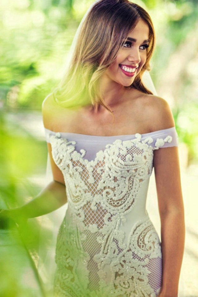 Etui-Linie und Carmen Ausschnitt Brautkleid M-2158