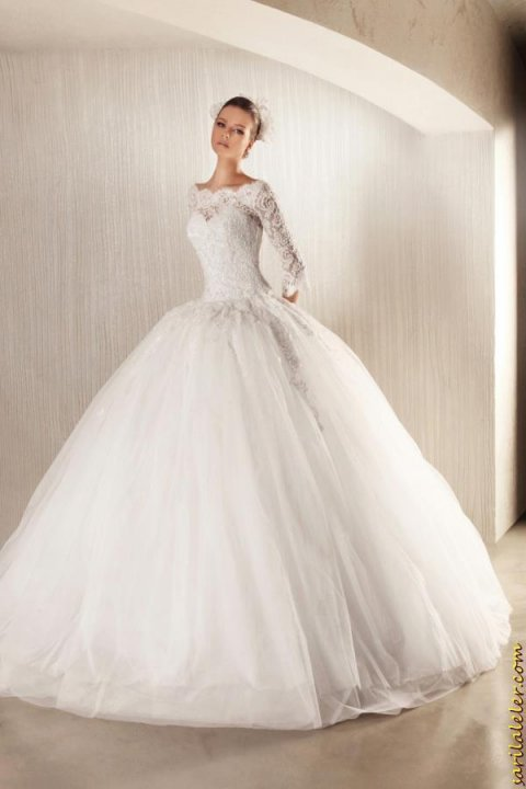 Ball Gown, Off The Shoulder and Fluffy Wedding Dress M-719